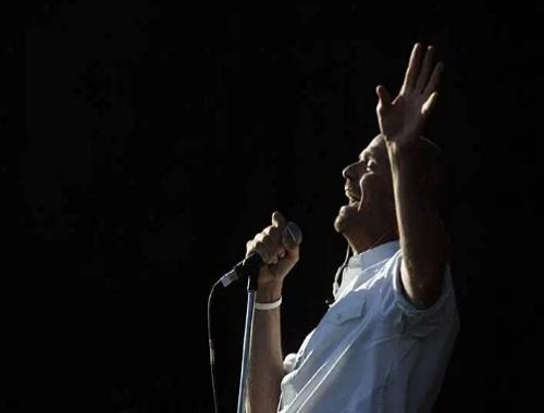 Gord Downie The Tragically Hip lead singer dies of cancer