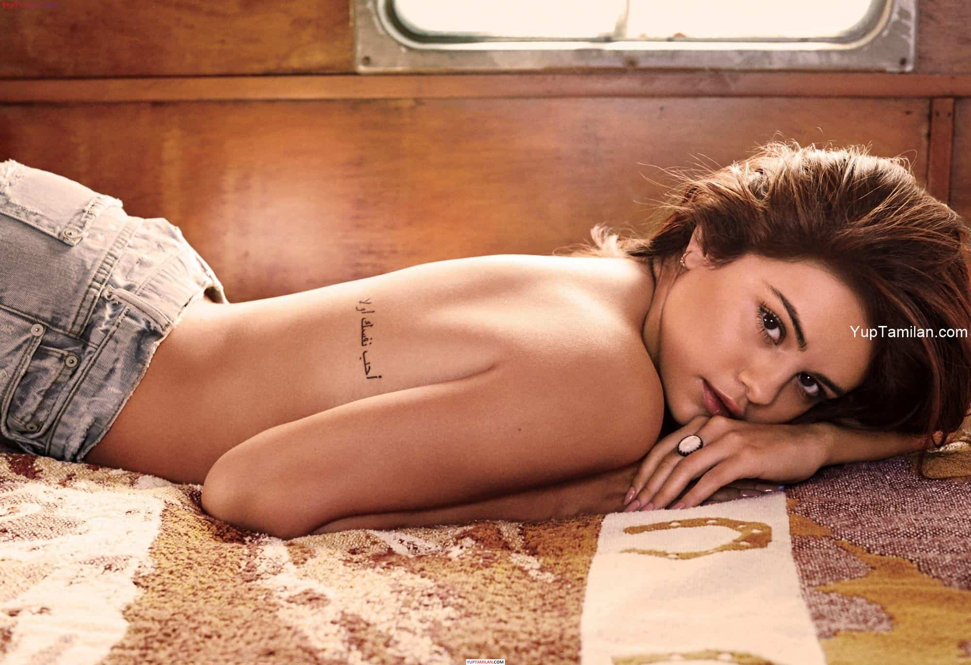 Selena Gomez Sexy Bikini Photos - Hottest Pictures in Lingerie with Cleavage