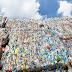 Τα πλαστικά σκοτώνουν. Κάθε άνθρωπος τρώει 5 γραμμάρια πλαστικό την εβδομάδα.