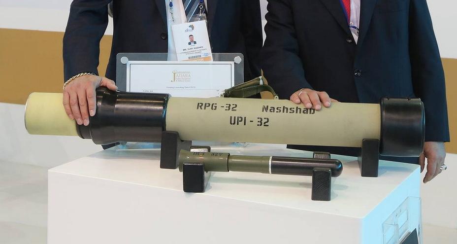 Комплект ПУИ-32: пусковий пристрій УПИ-32 і постріл ИРГ-32В