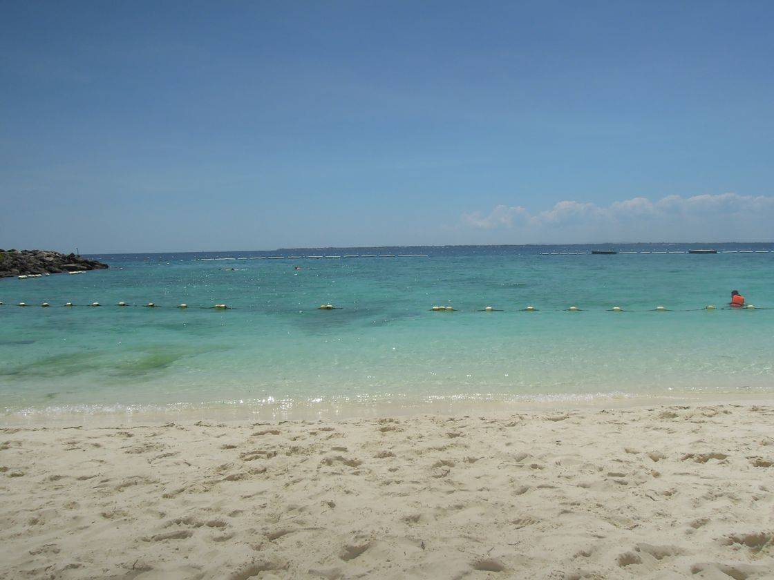 The breathtaking beach of Shangri-La's Mactan Resort and Spa