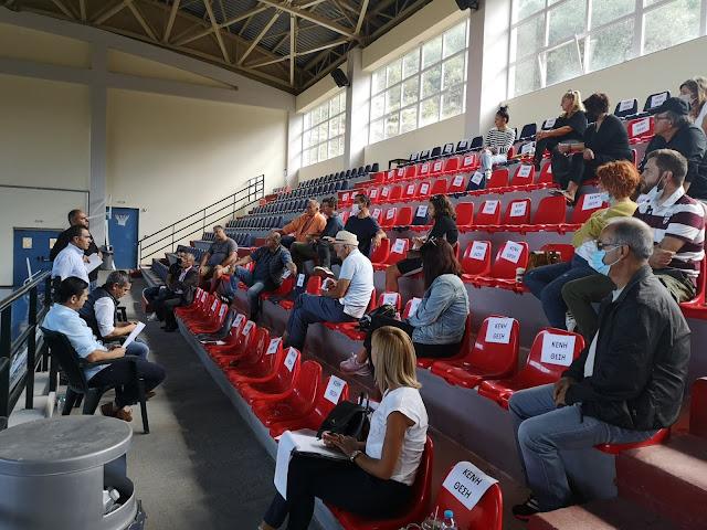 Ο Δήμαρχος Πάργας Νίκος Ζαχαριάς, μαζί με τους Αντιδημάρχους Δημήτριο Μάρκου και Δημήτριο Μπούσιο, καθώς και τον Πρόεδρο της Δ.Κ. Καναλακίου Ιωάννη Δήμα συναντήθηκαν την Κυριακή 11/10 στο κλειστό Γυμναστήριο του Αθλητικού Κέντρου στο Καναλάκι με τους δημότες και συζήτησαν σχετικά με ζητήματα που αφορούν την Δημοτική Κοινότητα Καναλακίου. Ο κ. Ζαχαριάς αφού έκανε ένα εκτενή απολογισμό για τον ένα χρόνο θητείας , ανέδειξε τα χρόνια προβλήματα που ταλανίζουν την Κοινότητα και για τα οποία επιτέλους δρομολογούνται άμεσες λύσεις: