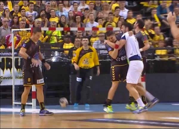 Kopljar muerde a jugador del Chambery ?   Mundo Handball