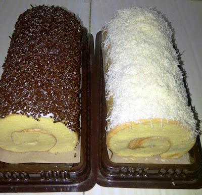 Kue Bolu Gulung Topping Keju dan Coklat