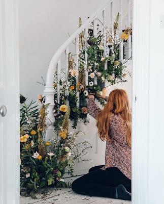 floral staircase, floral decor, spring decor, diy home decor, diy projects, do it yourself projects, diy, diy crafts, diy craft ideas, diy home, diy decor
