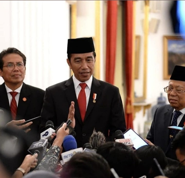Presiden Kembali Tegaskan Karantina Wilayah Kewenangan Pusat, Netizen: Perbanyak Shalawat dan Istighfar