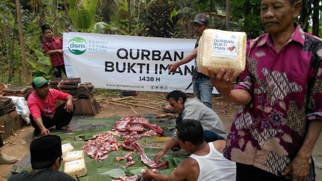 Dompet Kemanusiaan di Bali Ini Salurkan Daging Kurban dengan Besek Bambu