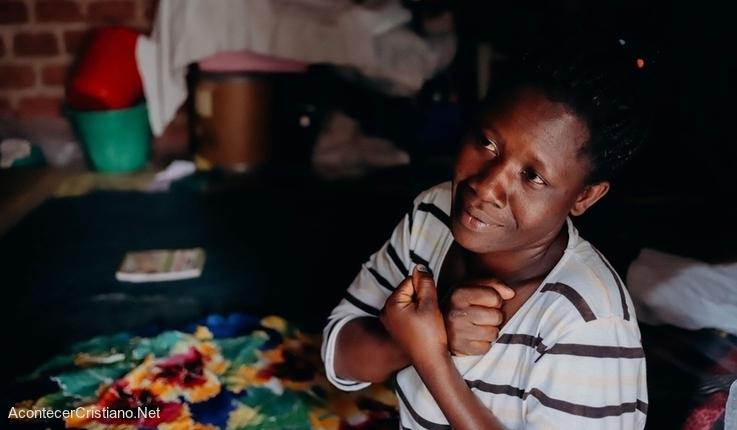 Mujer africana sorda