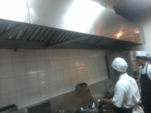 Dapur Restoran Dengan Exhaust Hood