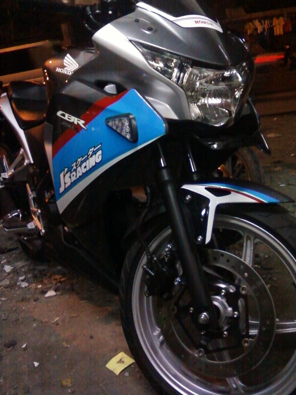 GAMBAR FOTO Cutting sticker cbr 250  Oto Trendz