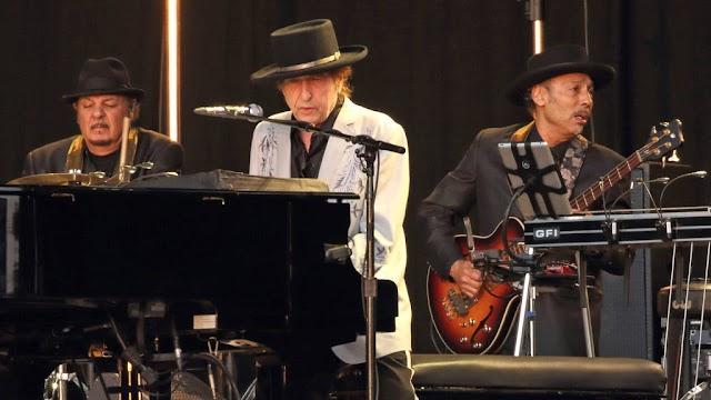 A lepel lehullott: Bob Dylan nagy bejelentést tett