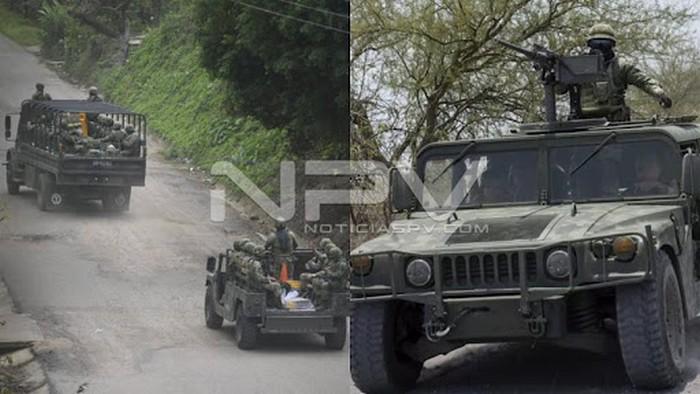 Videos: Intenso enfrentamiento entre Sicarios y Elementos Federales en Rincon de Guayabitos, captan convoy de Sicarios a la orilla de la carretera