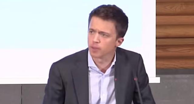 ¡Tú eres el que ha dividido a la izquierda!, le gritan a Íñigo Errejón durante su presentación