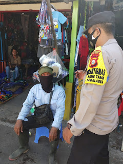 Awasi Protokol Kesehatan, Bhabinkamtibmas Tamalabba Patroli di Pasar
