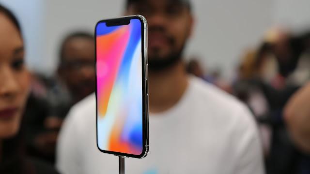 Isso significa que 150.000 telefones foram vendidos por minuto e 2.500 iPhone X foram vendidos por segundo.