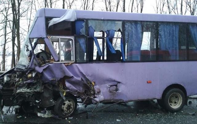 На Львівщині ВАЗ зіткнувся з пасажирським автобусом