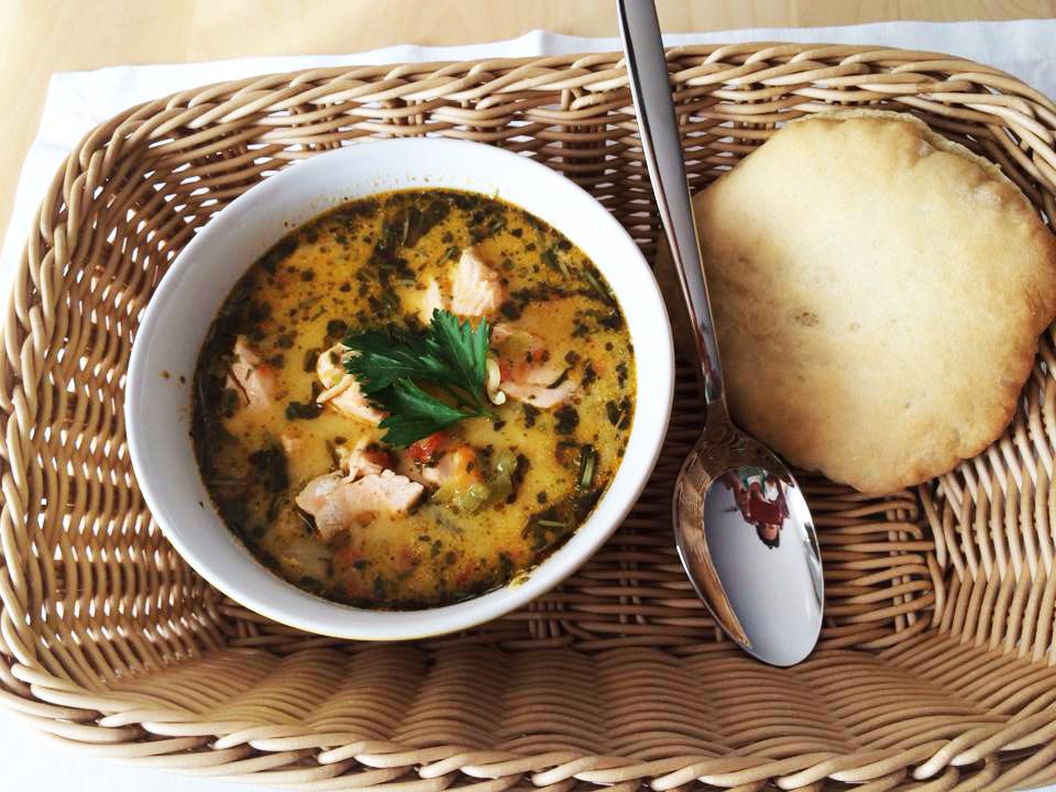 Zupa ziołowa z łososiem