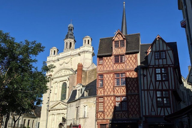 Loire Valley Itinerary: Half timbered buildings in Saumur