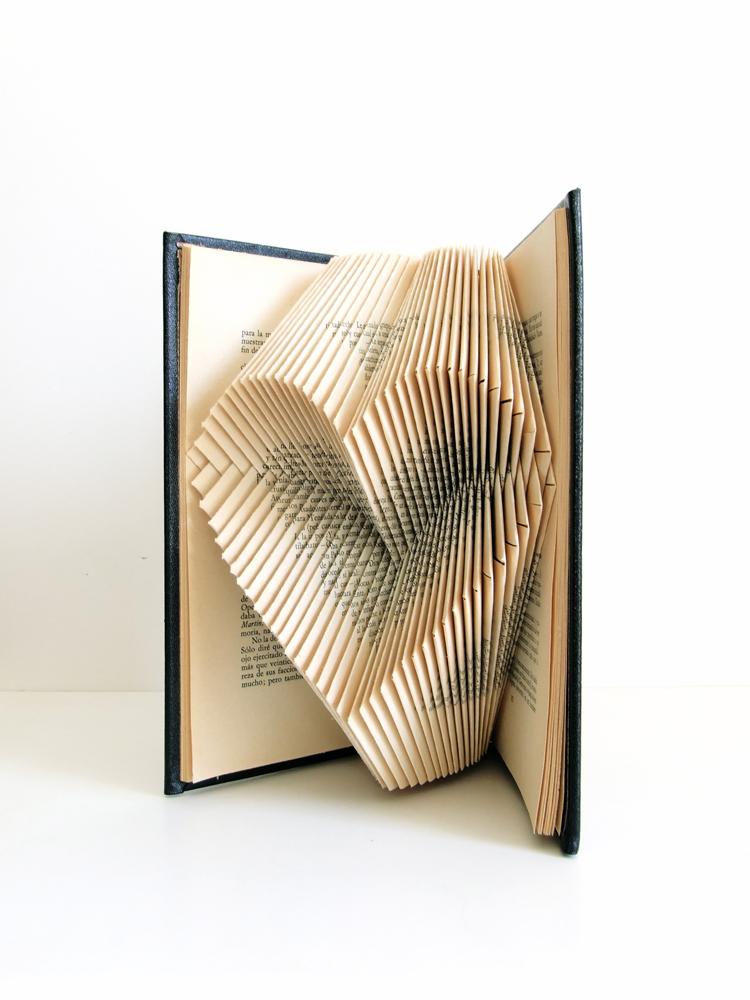 https://www.oddity-london.com/2020/06/libro-relieve.html