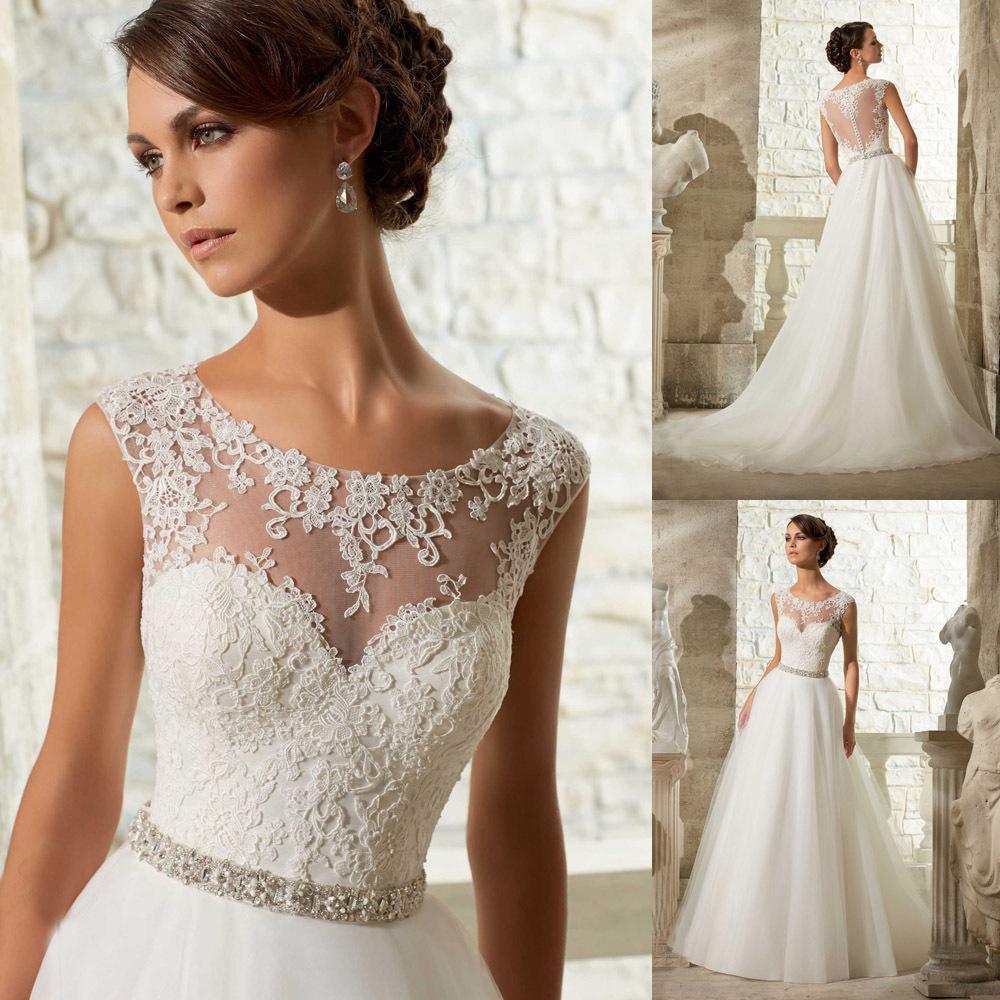 Sonar con vestido de novia blanco