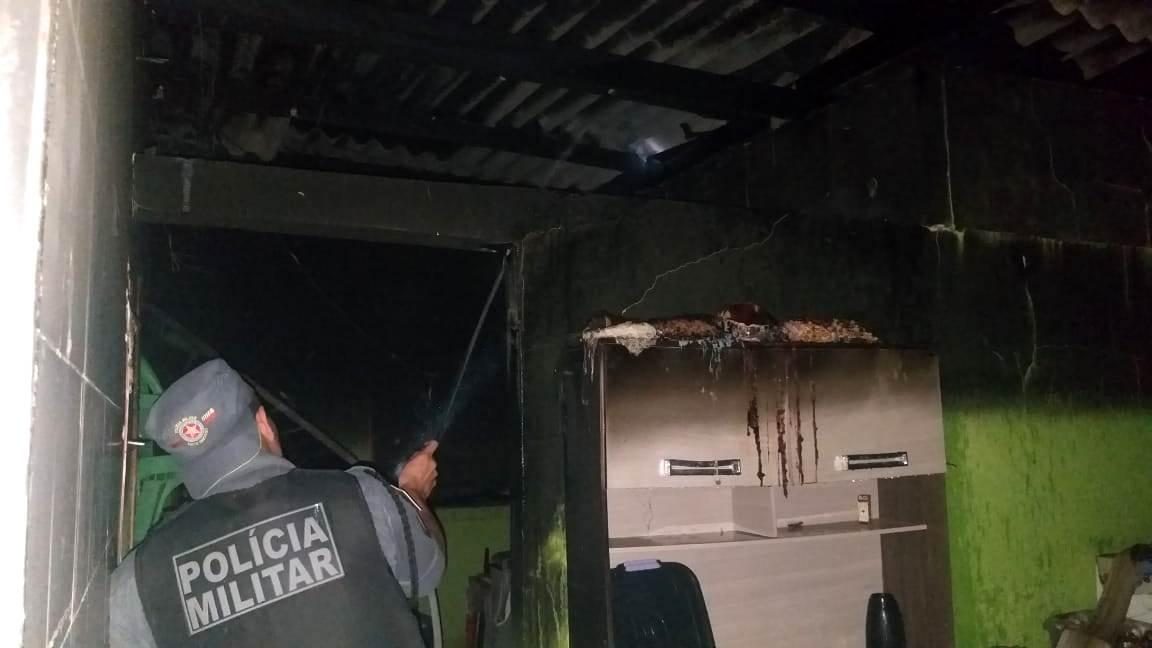 PM Apagando fogo na Casa Verde