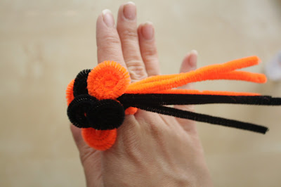 A Kailo Chic Life: Craft It - Halloween Pipe Cleaner Fun