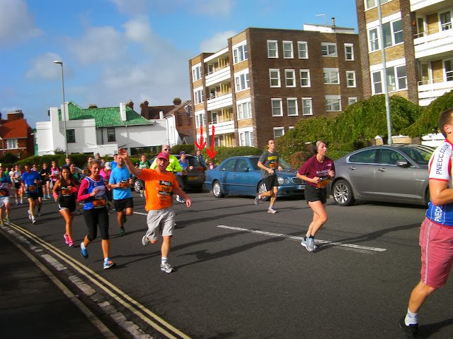 st helens parade runners in 10 mile road race portsmouth great south run