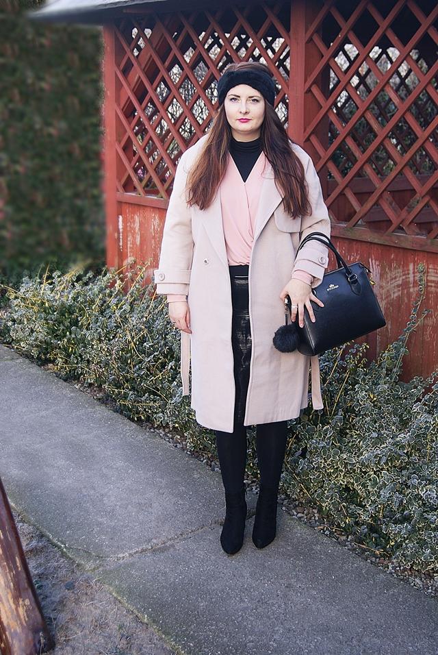 4f80dc78 Zimowa stylizacja z kremowym płaszczem i błyszczącą spódnicą - Life ...