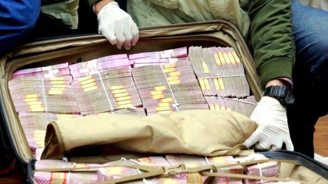Azis Syamsuddin Diduga Suap Eks Penyidik KPK AKP Robin Rp 3 Miliar