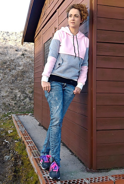 Outfit-sudadera-color-block-rosa-gris-8