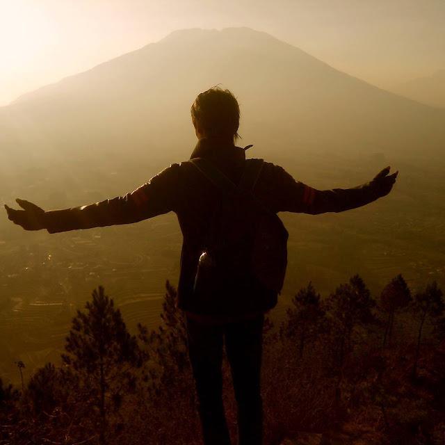 foto keren pemandangan gunung andong