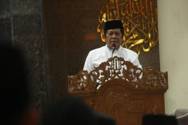 Tarawih Pertama, Bupati Sholat di Masjid Agung Darussalam Sopeng
