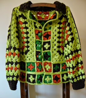 http://creacionesbatiburrillo.blogspot.com.es/2015/01/chaqueta-crochet-partir-de-dos-hexagonos.html