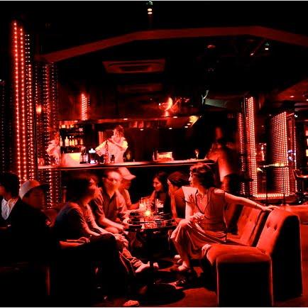 Ewe Paik Leong, The Wordslinger: Sexy nightclub girls in