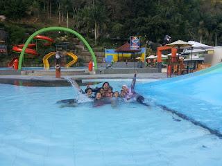Liburan Keluarga di Taman Rekreasi Selecta, Malang
