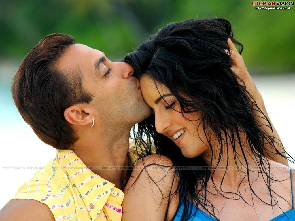 Katrina Kaif Kissing Photos Bikini Pictures - Indian Actress Photo Gallery Wallpapers-7630