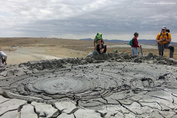 У грязевого вулкана