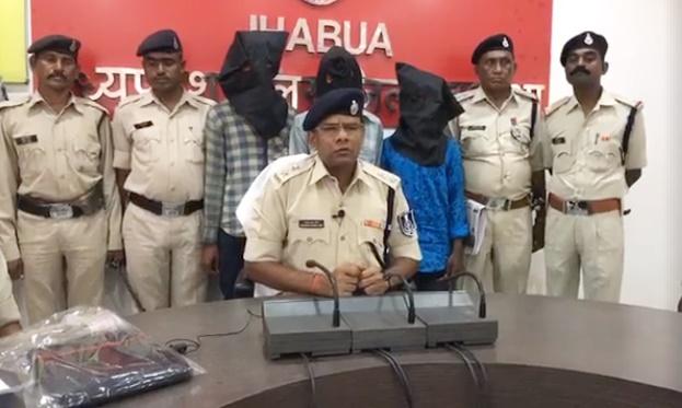 लूटपाट और बाइक चोरी की वारदातों को अंजाम देने वाले 3 शातिर बदमाश चढ़े पुलिस के हत्थे-Three-vicious-gangsters-arrested-robberies-bike-theft-jhabua