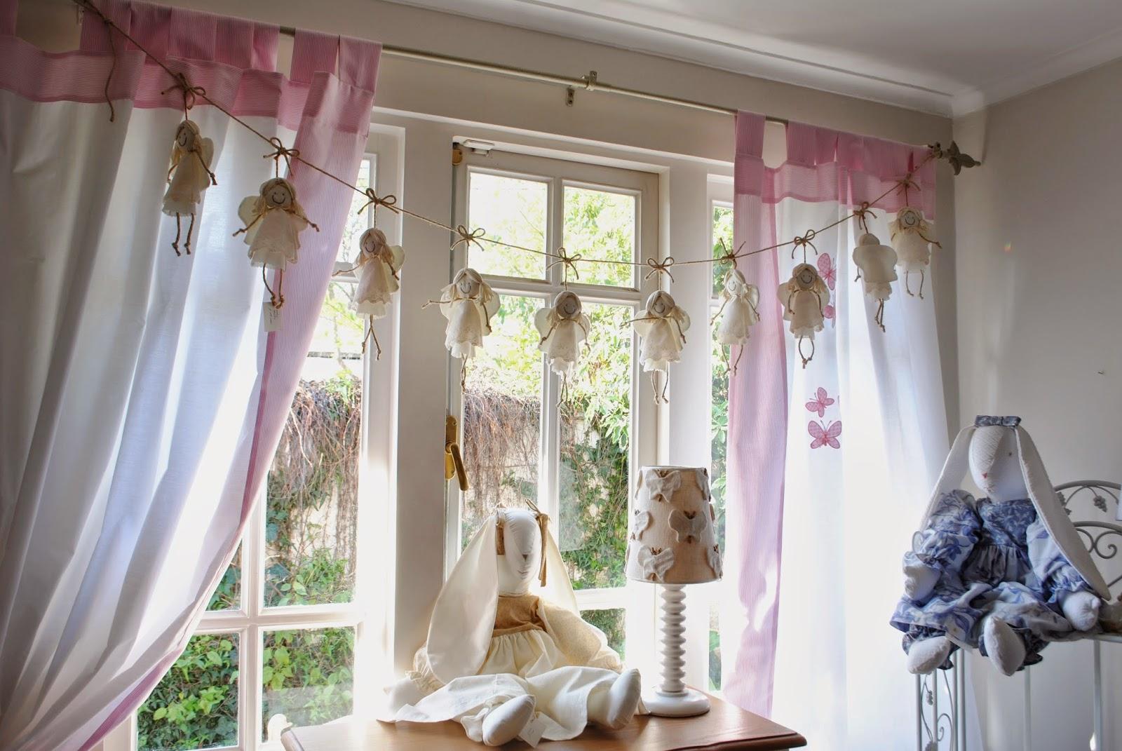 cortina con trabas y borde bordada realizada en tela de trevira o algodn pao x