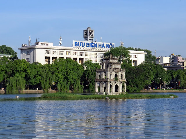 Some small comparisons about Hanoi - Ho Chi Minh to choose the best destination
