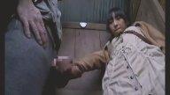 หนุ่มโรคจิตฉุดสาววัยรุ่นไปเอาในห้องน้ำตอนหลบฝน หนังโป๊ใหม่ 2018