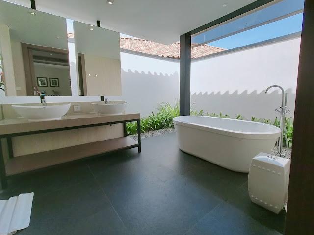 Kamar mandi holiday villa