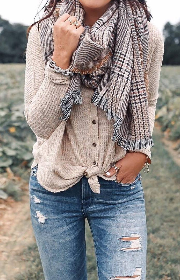 outfit of the day | plaid scarf + nude top + jeans