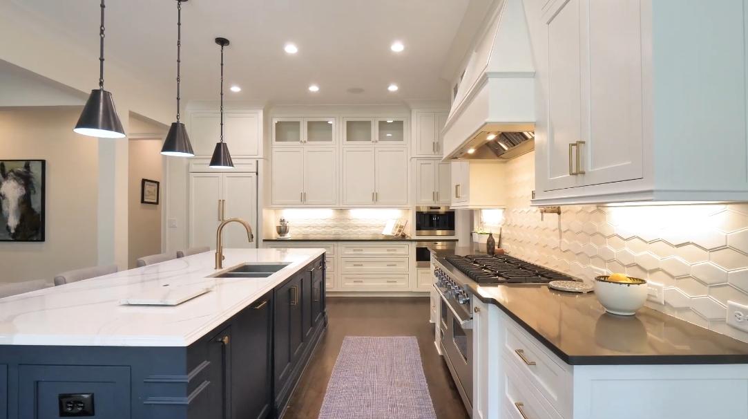 47 Photos vs. 369 Pinecrest Rd NE, Atlanta, GA Interior Design Luxury Home Tour