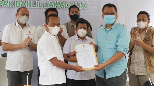 Kunker ke Gili Trawangan, Menteri Bahlil Serahkan SK Pemutusan Kontrak PT GTI | Suara Bumigora