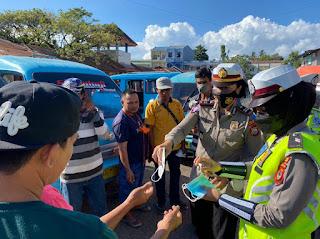 Sat Lantas Polres Bantaeng Bagikan Ribuan Masker, Sasar Sopir Angkot Dan Pasar Di Hari Ke 12 Ops Patuh