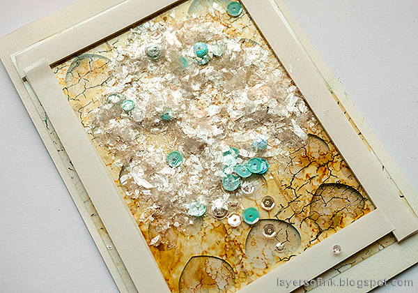 Layers of ink - Honeycomb Patchwork Tutorial by Anna-Karin Evaldsson. Fill with Tim Holtz Mica Flakes.