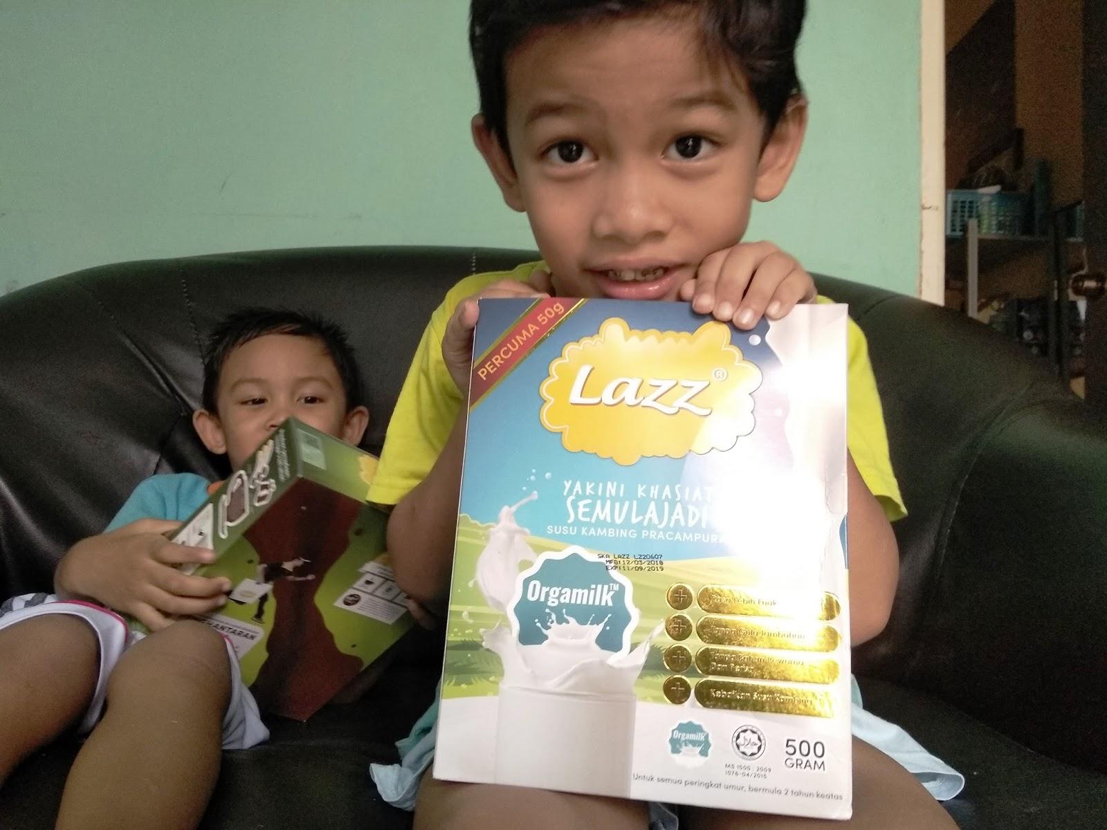 Anak-anak teruja nak minum susu Kambing Lazz