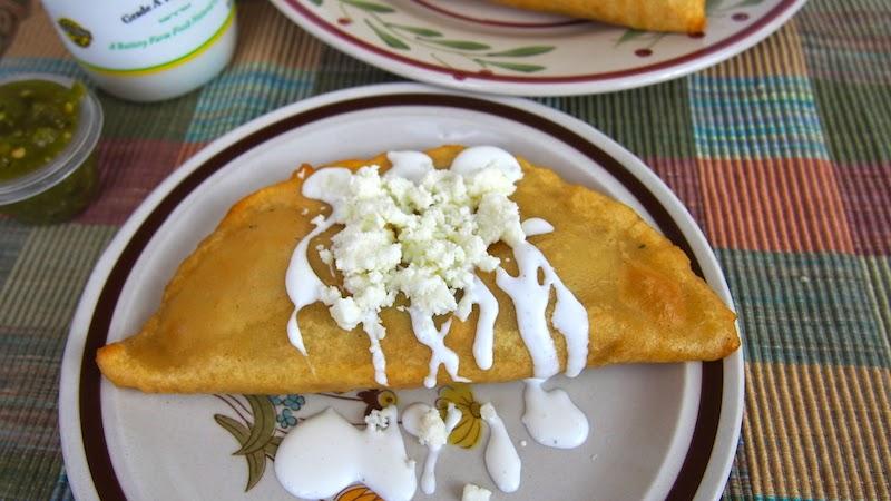 Quesadillas Fritas de Flor de Calabaza Championes y