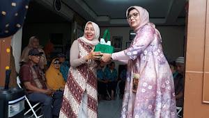 Alumni SMPN 2 Bandung X2-71 Bahagiakan Lansia